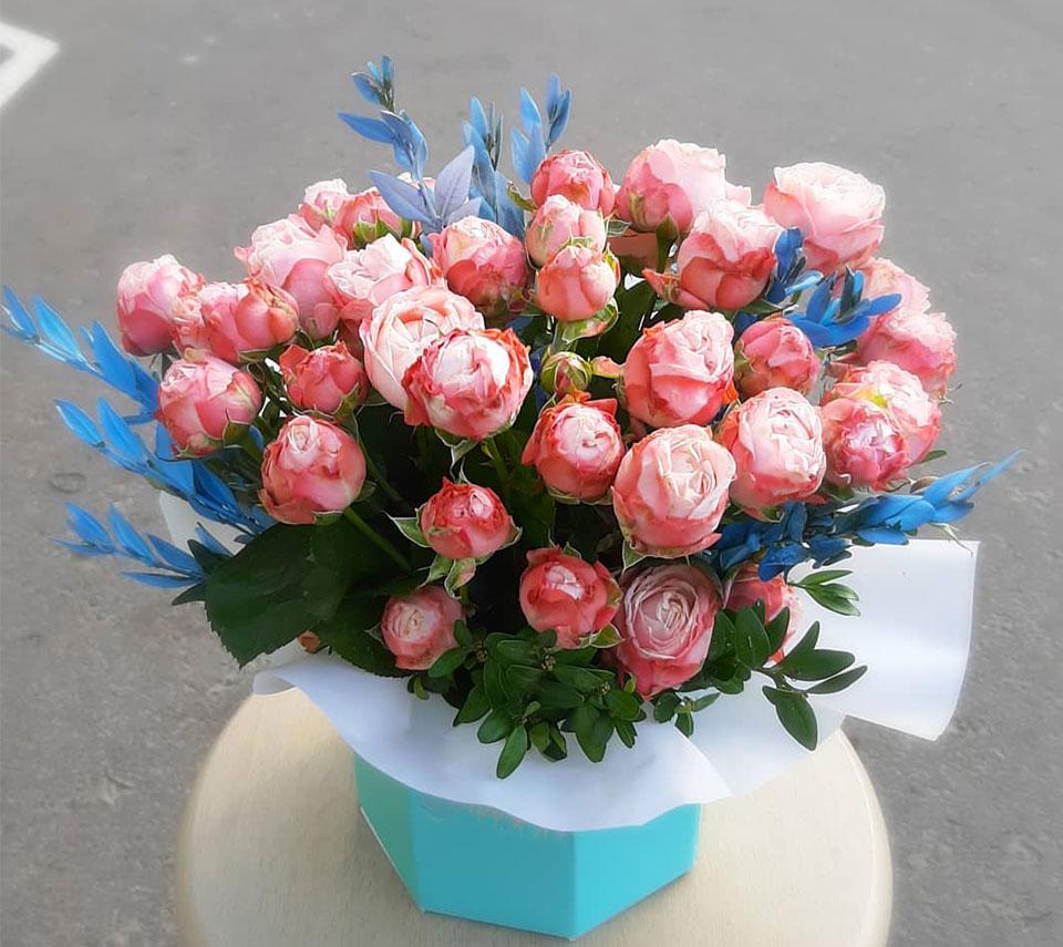 коробка з трояндами блакитна | flower-power.rv.ua