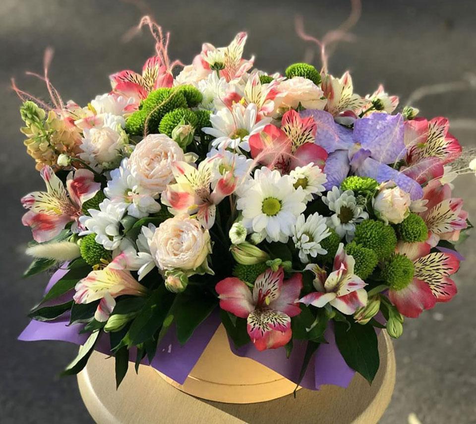 коробка з квітами на день народження | flower-power.rv.ua