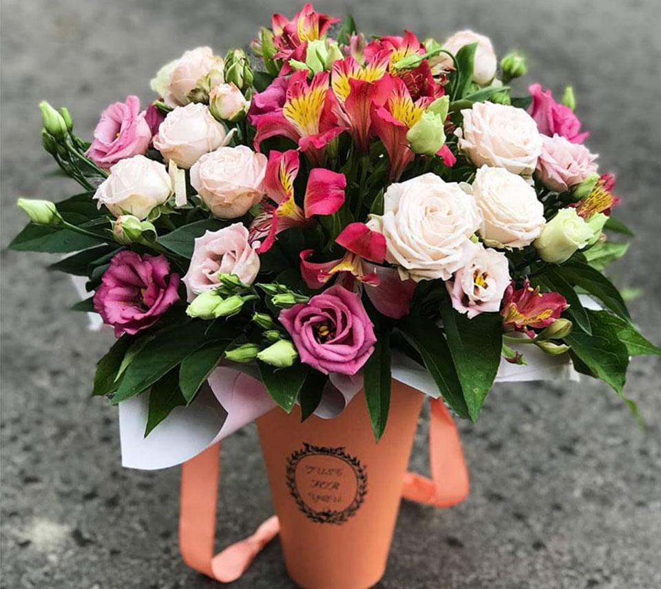 коробка з ніжними трояндами | flower-power.rv.ua