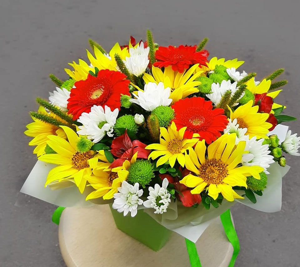 яскрава коробка з квітами | flower-power.rv.ua