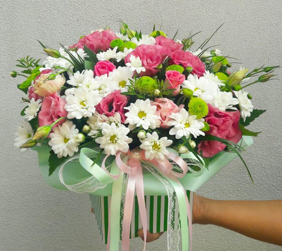 ніжна коробка кошик з квітами | flower-power.rv.ua