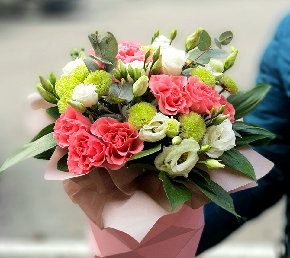 рожева коробка з квітами | flower-power.rv.ua